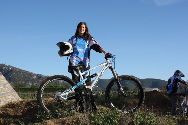 team MASSILIA BIKE SYSTEM 2011 MORGANE  SUCH : 1289818313_img_2193.jpg